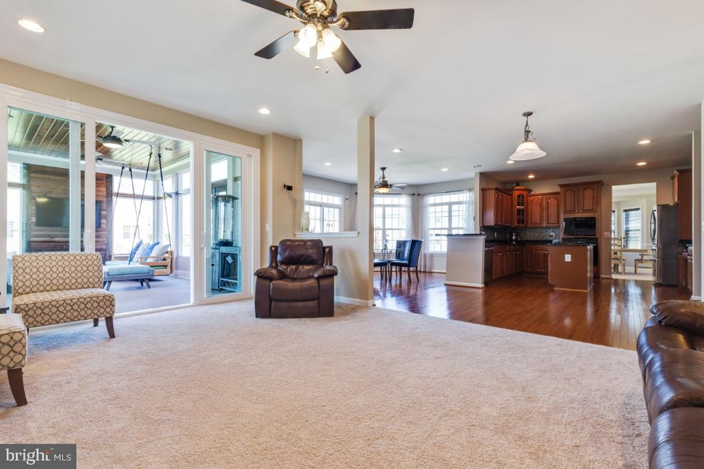 Great Family Room - 21921 SILVERDALE DR, ASHBURN