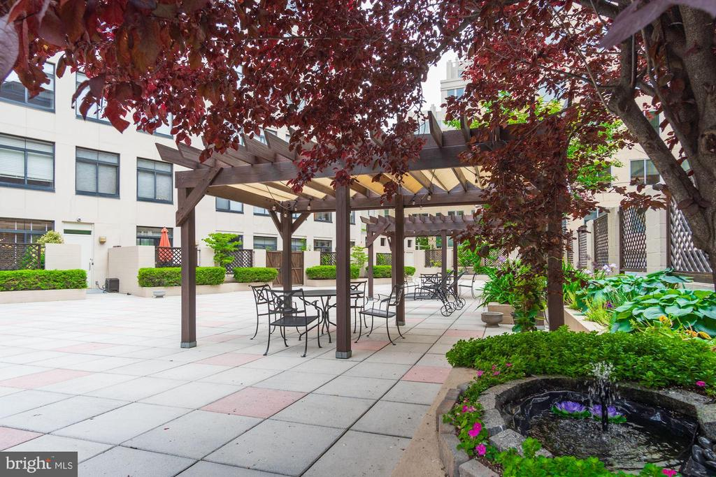 Community terrace with dining and lounge chairs - 1312 MASSACHUSETTS AVE NW #109, WASHINGTON