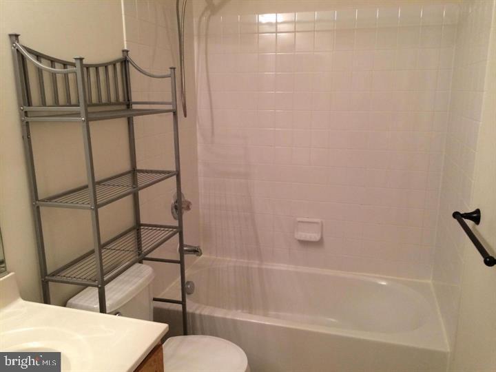 Bathroom - 25175 FEMOYER TER, CHANTILLY