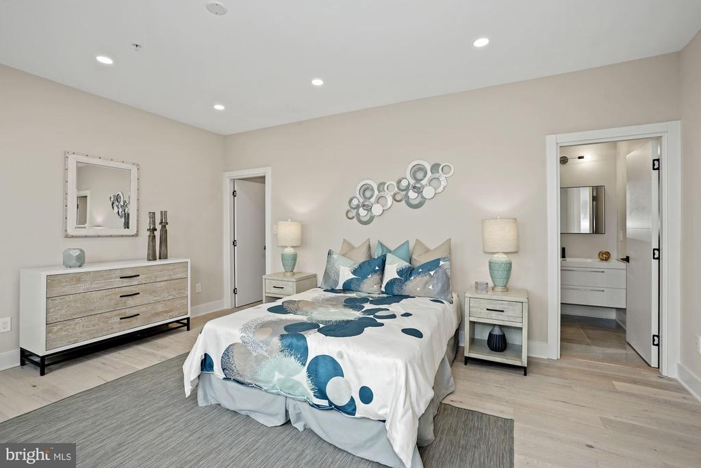 This master bedroom can fit a king size bed - 1821 I STREET NE #13, WASHINGTON