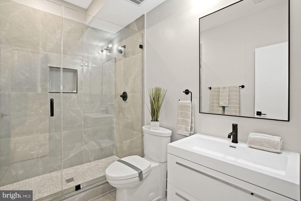 The second bathroom is elegantly designed - 1821 I STREET NE #13, WASHINGTON