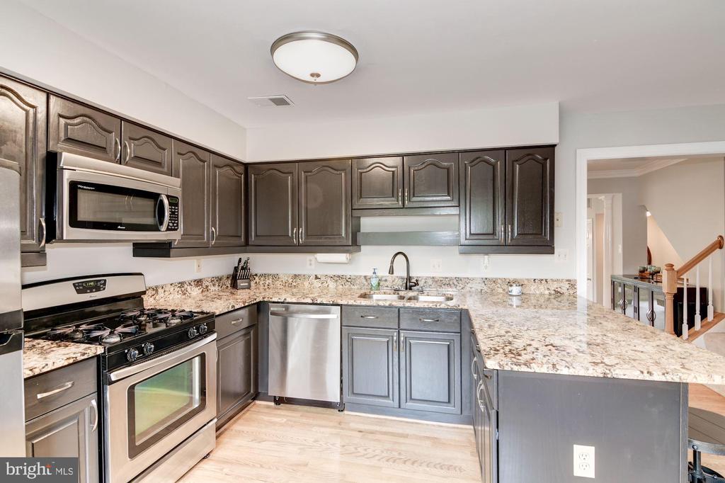 Kitchen with Granite Counter Tops - 7513 COLLINS MEADE WAY, ALEXANDRIA