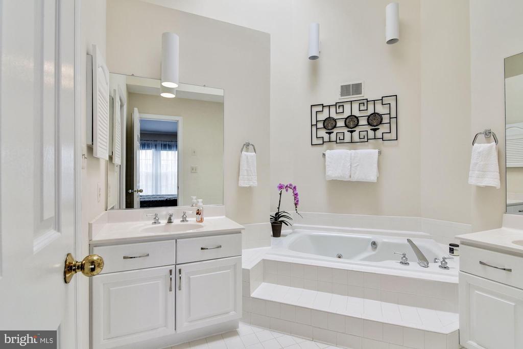 Master Bath with Soaking Tub - 7513 COLLINS MEADE WAY, ALEXANDRIA