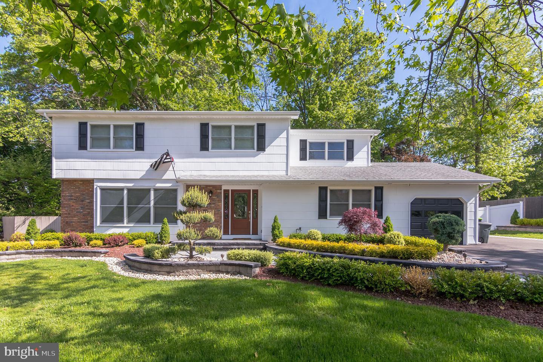Single Family Homes для того Продажа на Morganville, Нью-Джерси 07751 Соединенные Штаты