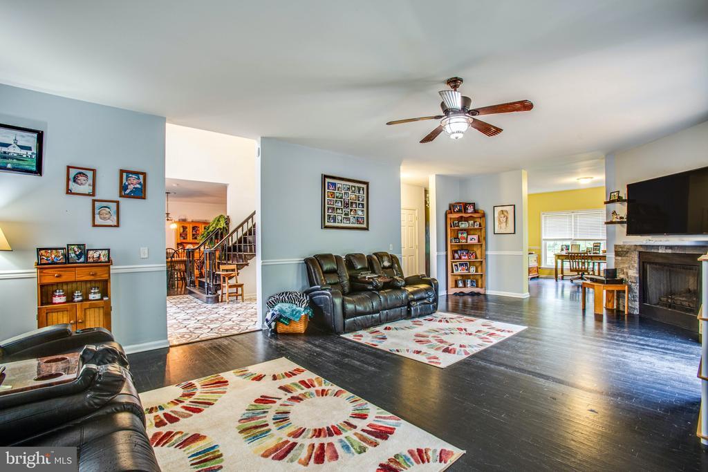 Family Room - 2227 COUNTRY RD, BEAVERDAM