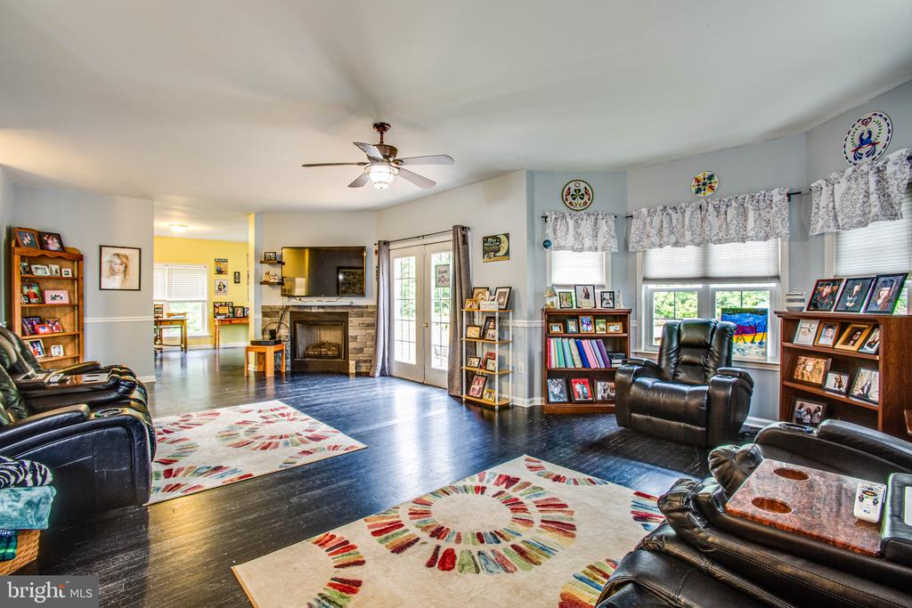 Family Room with fireplace - 2227 COUNTRY RD, BEAVERDAM