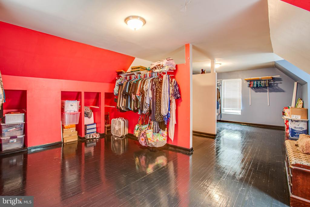 Hers and His Master Closet - Enormous! - 2227 COUNTRY RD, BEAVERDAM