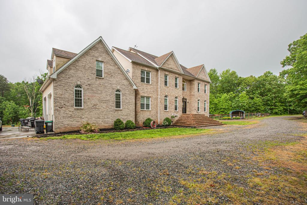 Large Private Driveway - 2227 COUNTRY RD, BEAVERDAM