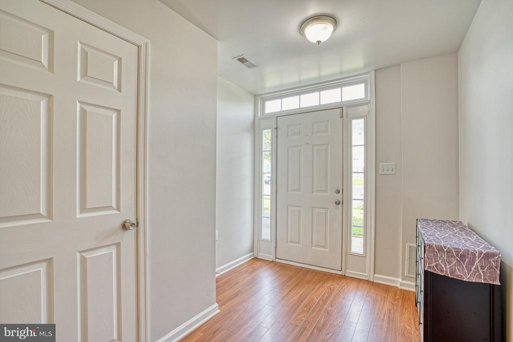 Foyer - 17367 AVION SQ, ROUND HILL