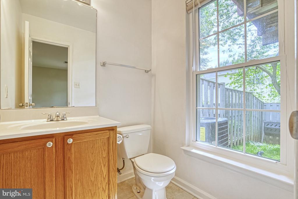 Half bath lower level - 17367 AVION SQ, ROUND HILL