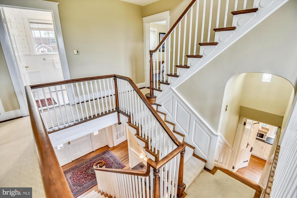 Unique staircase centers the home - 2407 KING ST, ALEXANDRIA