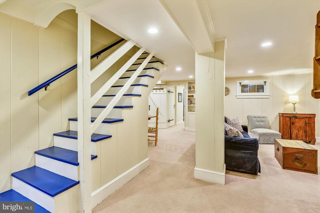 Downstairs offers more entertainment space - 2407 KING ST, ALEXANDRIA
