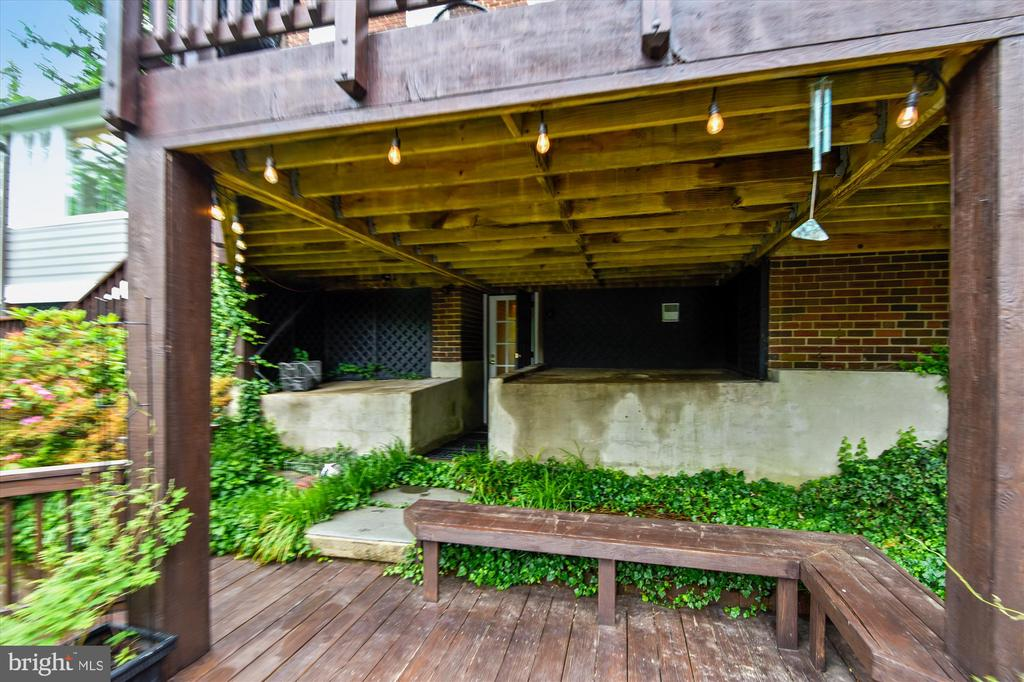 Lower terrace access from lower level - 2407 KING ST, ALEXANDRIA