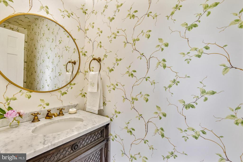 Simple guest powder room - 2407 KING ST, ALEXANDRIA