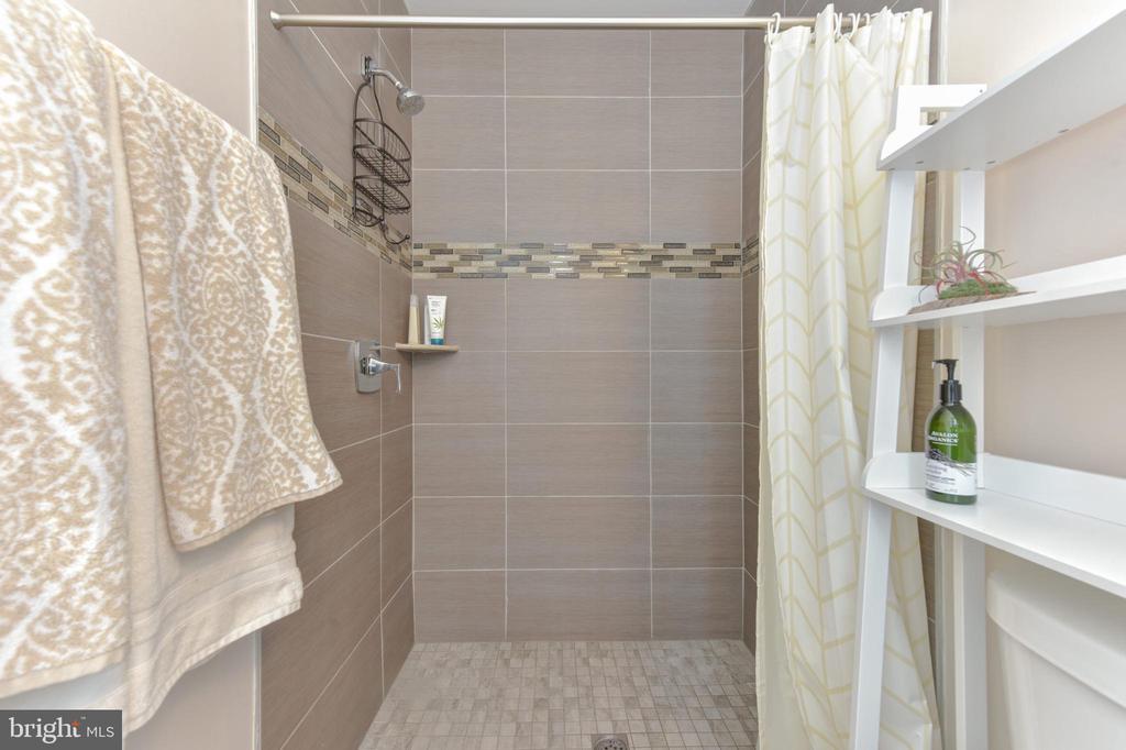 Guest Bath - 1721 TRINIDAD AVE NE #3, WASHINGTON