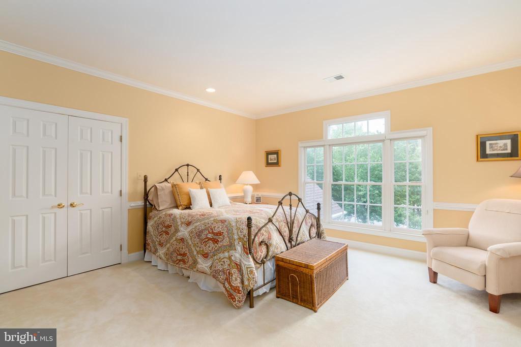 Bedroom four with en-suite bathroom - 3242 FOXVALE DR, OAKTON