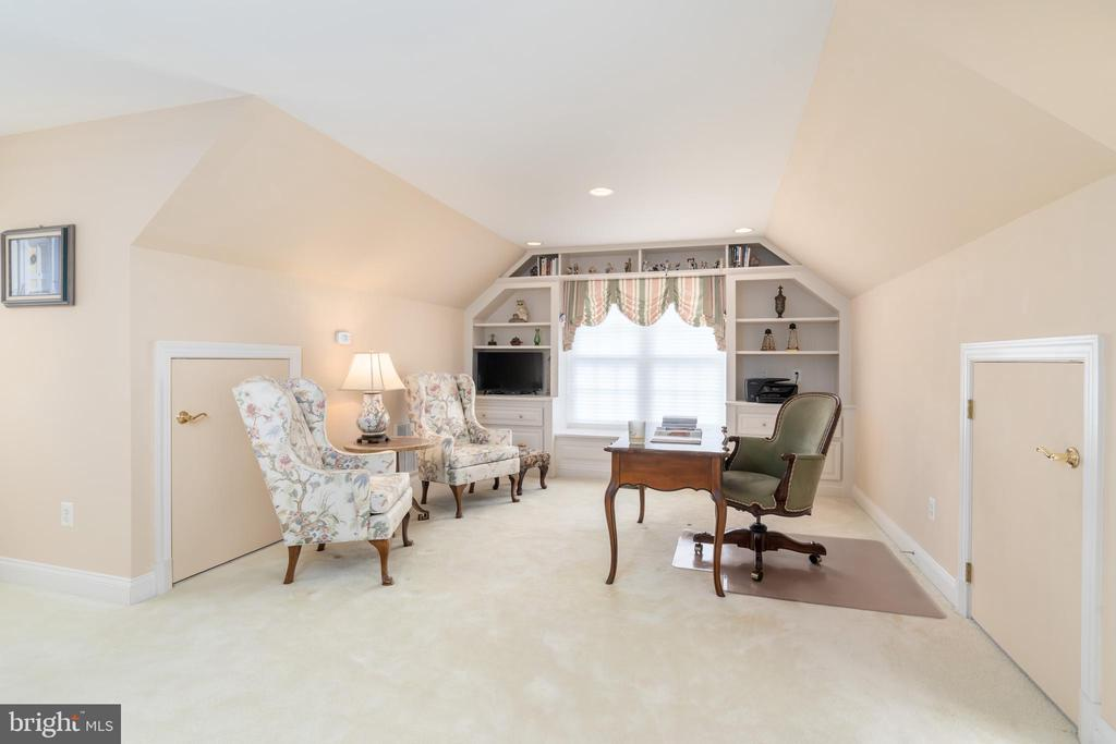 Office/library or nursery adjoins the master suite - 3242 FOXVALE DR, OAKTON