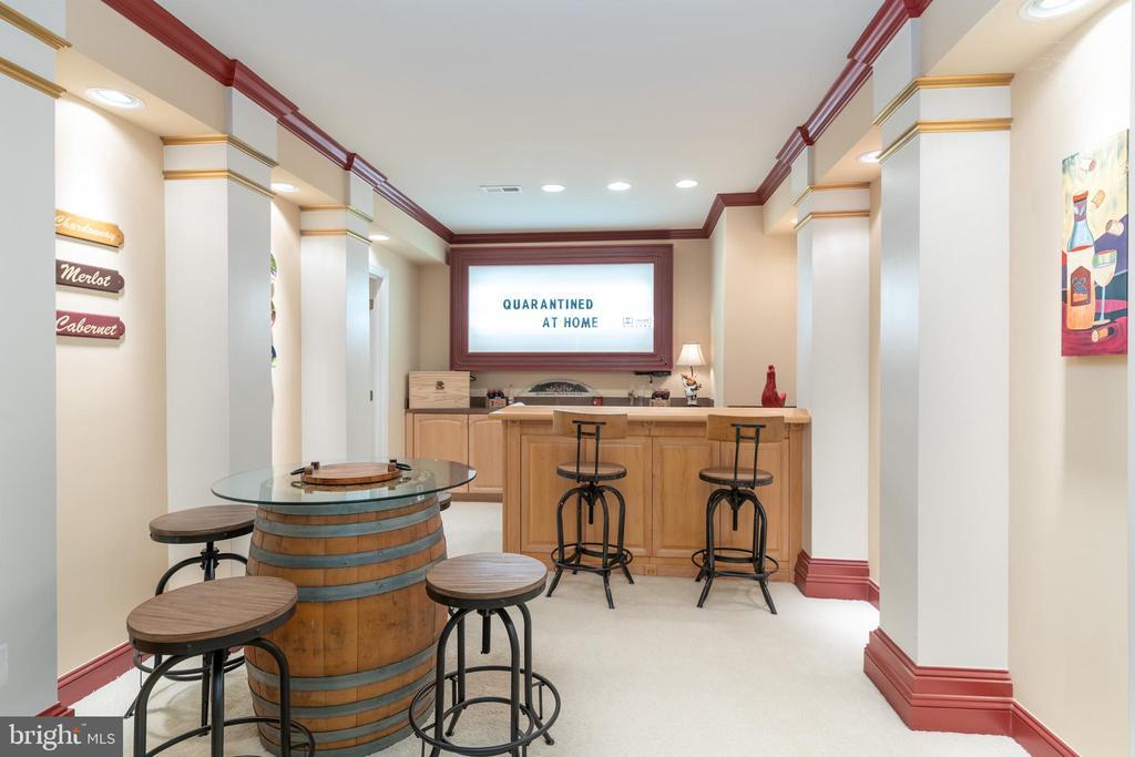 Dining area and bar - 3242 FOXVALE DR, OAKTON