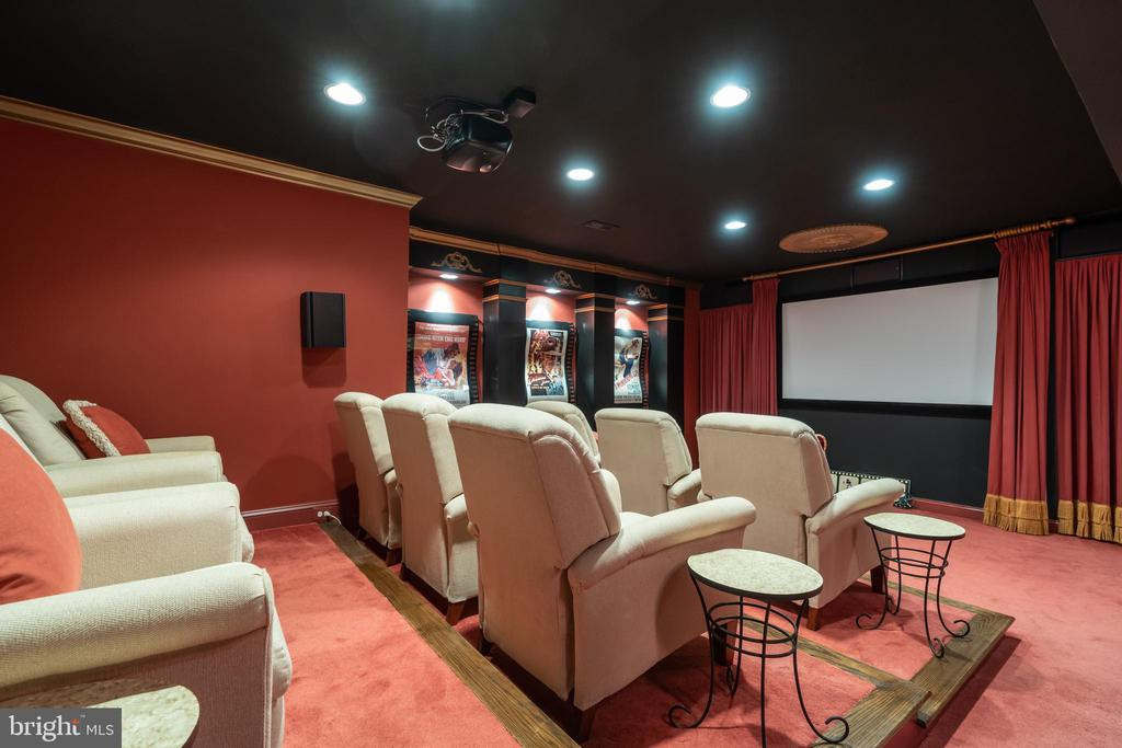 Movie theatre - 3242 FOXVALE DR, OAKTON
