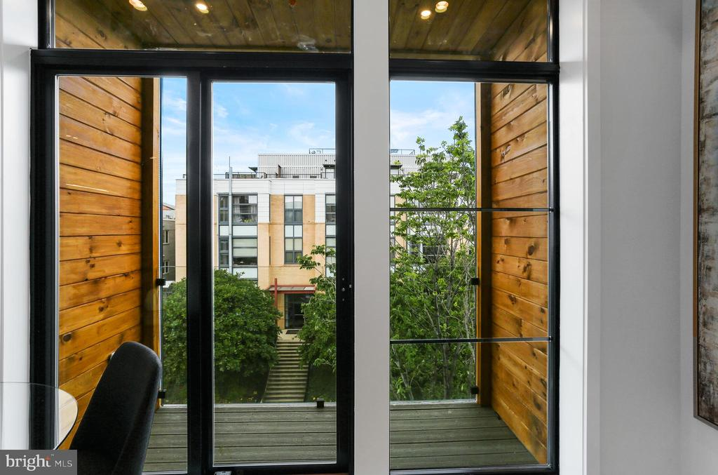 Balcony, patio, and roof decks in select homes - 1434 CHAPIN ST NW #4, WASHINGTON