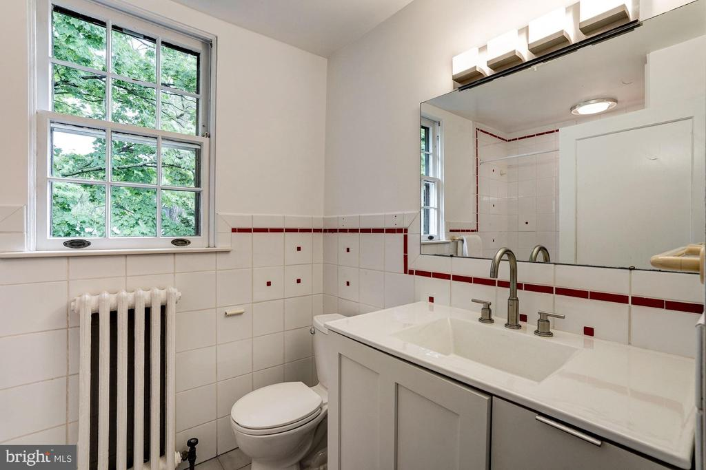 Upper Level - Full Bath - 3606 NORTON PL NW, WASHINGTON