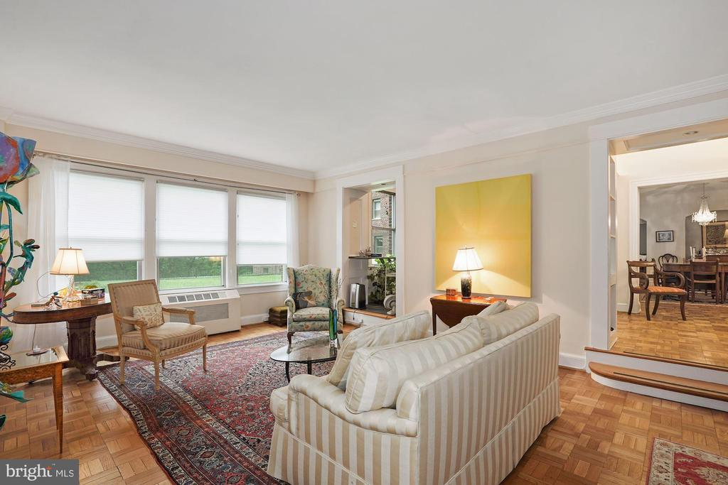 Living Room with view of  Garden - 4000 CATHEDRAL AVE NW #20-21B, WASHINGTON