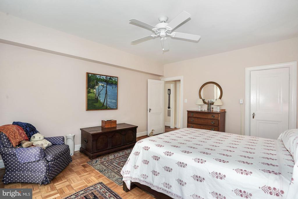 Spacious Master Bedroom - 4000 CATHEDRAL AVE NW #20-21B, WASHINGTON