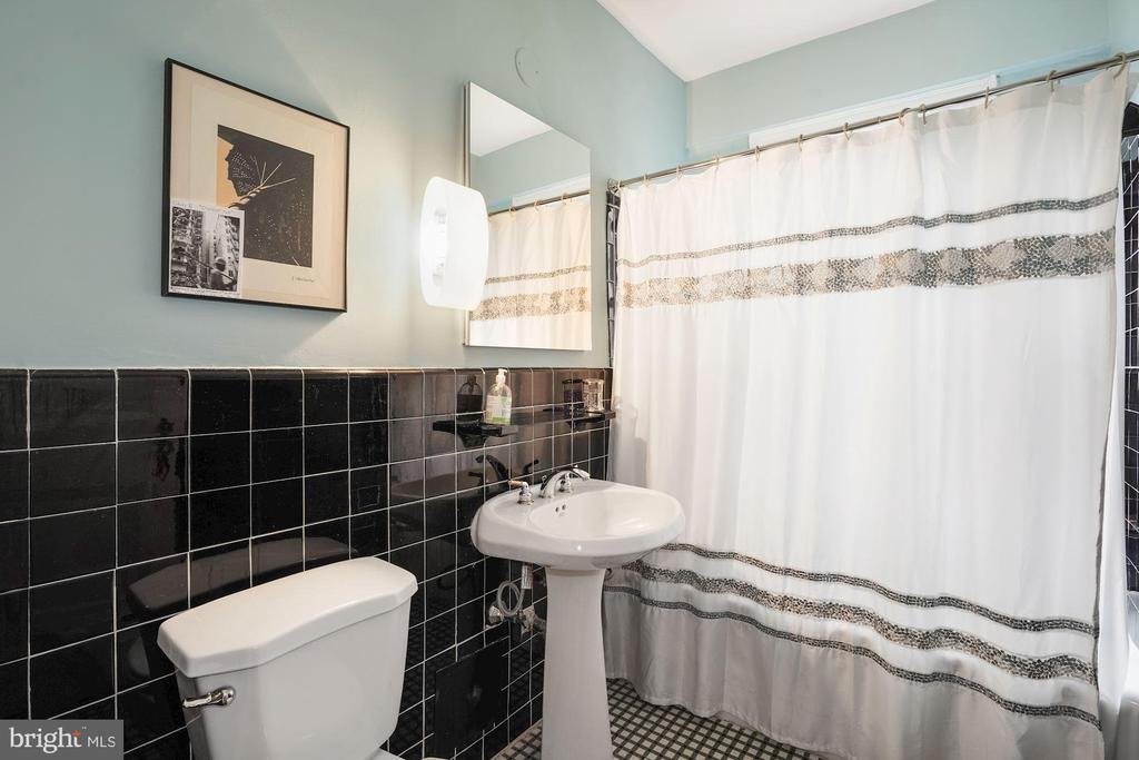Second Bathroom - 4000 CATHEDRAL AVE NW #20-21B, WASHINGTON