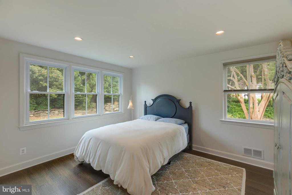 Master bedroom is located at the rear of the home - 3401 N EMERSON ST, ARLINGTON