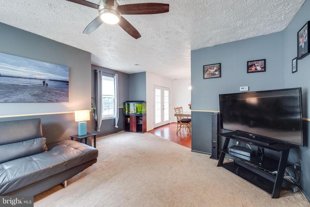 Spacious living room - 14337 MARLBOROUGH LN, UPPER MARLBORO