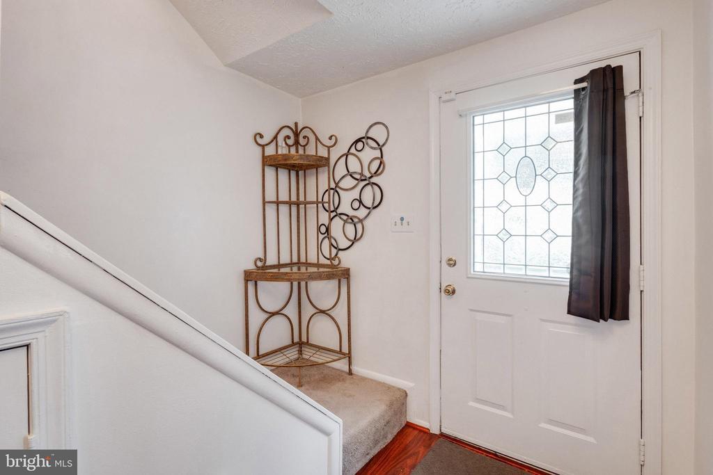 Inviting entry foyer - 14337 MARLBOROUGH LN, UPPER MARLBORO