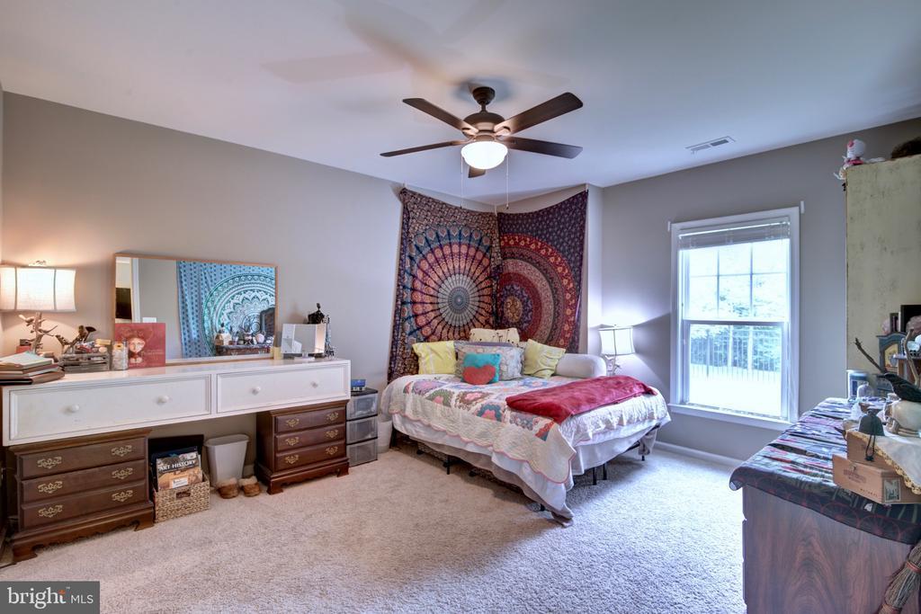 Spacious Basement Bedroom with  Full Bathroom - 42602 STRATFORD LANDING DR, BRAMBLETON