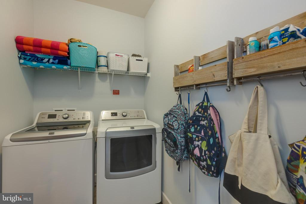 Upper Level washer and dryer - 15645 CRISTABEL LN, LEESBURG