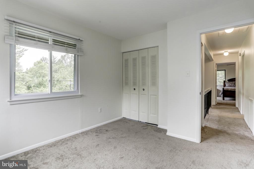 Bedroom out to open hallway overlooking Foyer - 18400 STONE HOLLOW DR, GERMANTOWN