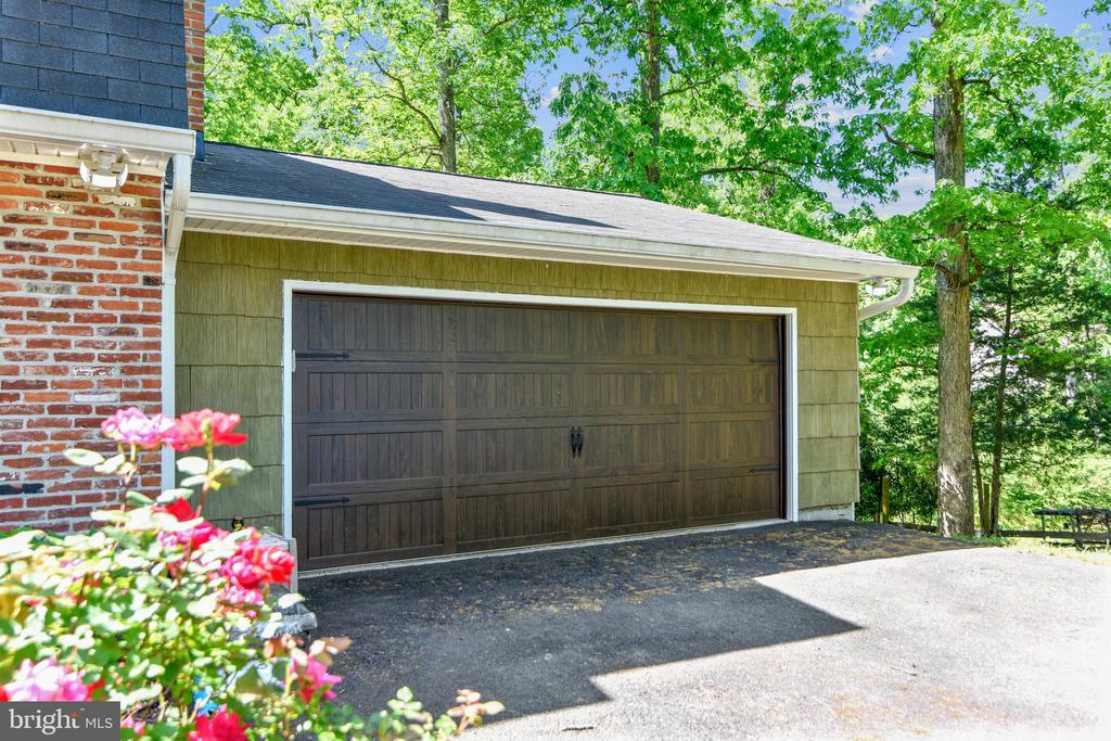 Oversized 2 Car Garage - 123 LAKE DR, STERLING