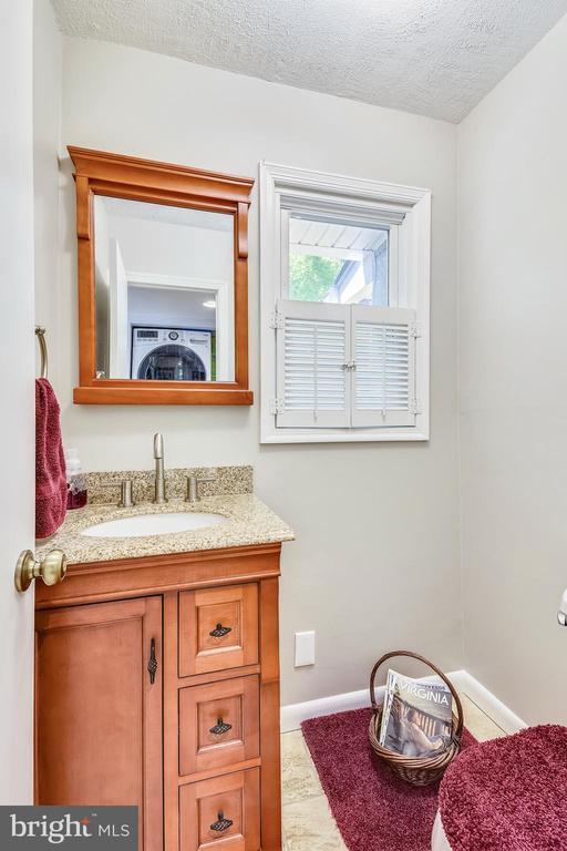 Main level Half Bath with Granite - 123 LAKE DR, STERLING