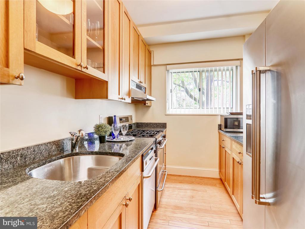 Kitchen with granite counters - 5315 CONNECTICUT AVE NW #108, WASHINGTON