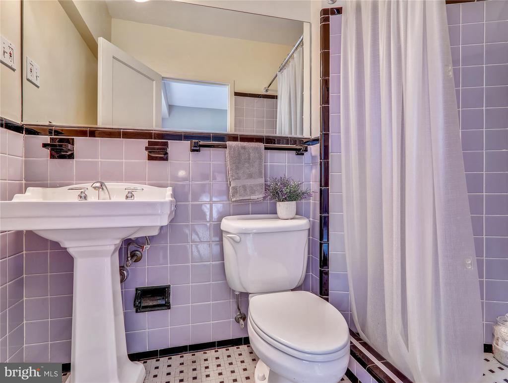En suite Bath with classic tile - 5315 CONNECTICUT AVE NW #108, WASHINGTON