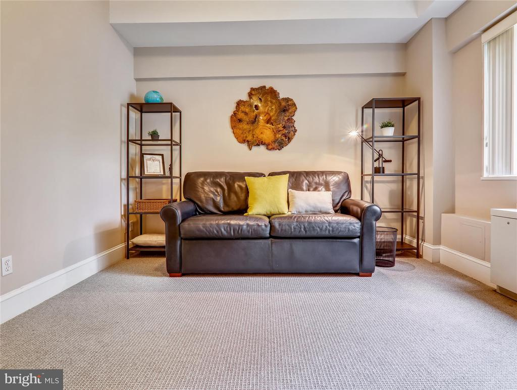 Spacious 2nd Bedroom - high ceilings - 5315 CONNECTICUT AVE NW #108, WASHINGTON
