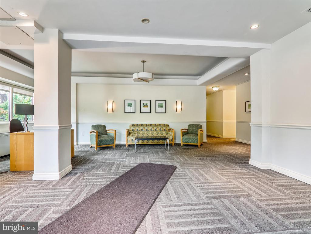 Welcoming Jocelyn House Lobby - 5315 CONNECTICUT AVE NW #108, WASHINGTON
