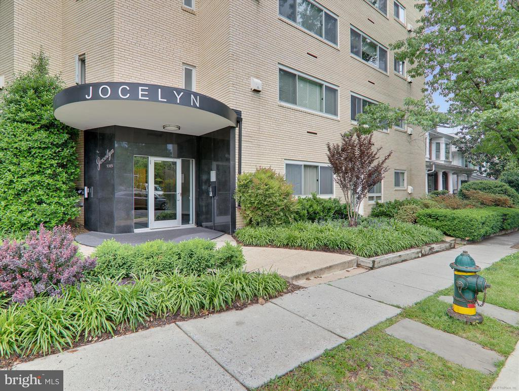 Attractive Front Entrance - 5315 CONNECTICUT AVE NW #108, WASHINGTON