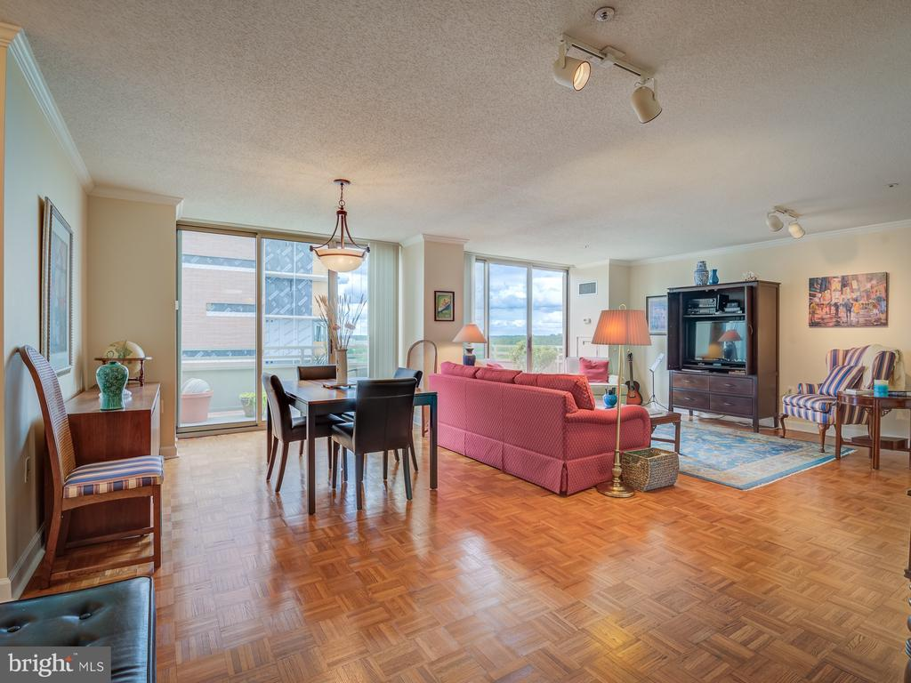 Dining room and great room - 4801 FAIRMONT AVE #902, BETHESDA