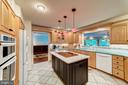 Large open kitchen to make entertaining a breeze - 7804 WINDY POINT CT, SPRINGFIELD