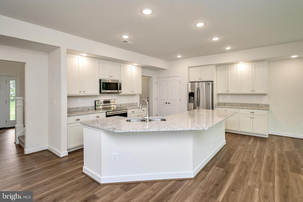 Gourmet kitchen w/ large island -granite counters - 34129 ENCHANTED WAY, LOCUST GROVE