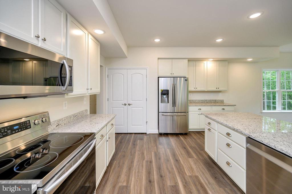 Stainless steel appliances and pantry. - 34129 ENCHANTED WAY, LOCUST GROVE