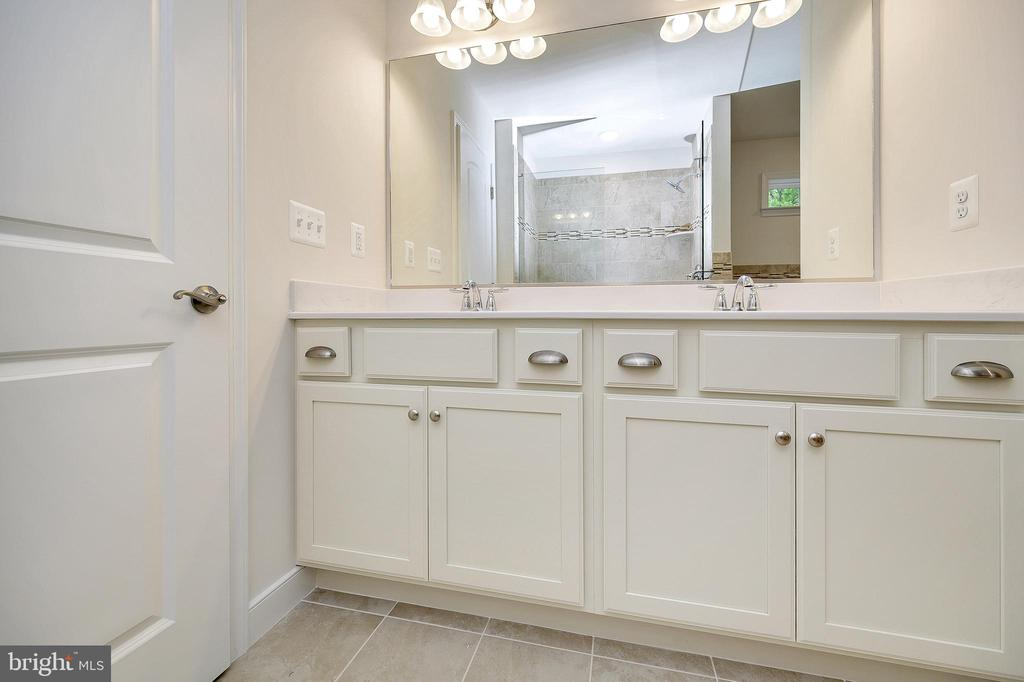 Double vanity with upgraded cabinetry - 34129 ENCHANTED WAY, LOCUST GROVE