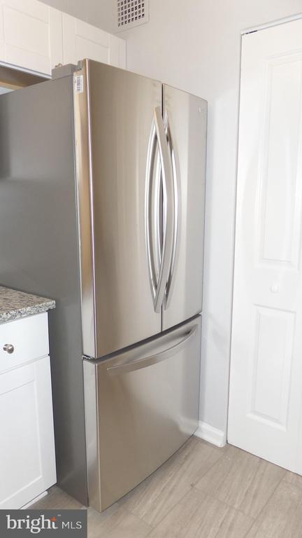 LG French door refrigerator - 2059 HUNTINGTON AVE #211, ALEXANDRIA