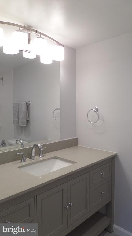 Remodeled bath - 2059 HUNTINGTON AVE #211, ALEXANDRIA