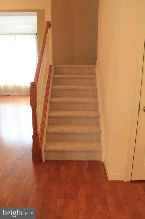 Stairs - 605 RAVEN AVE, GAITHERSBURG