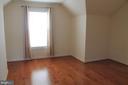 2nd upper level 3rd bedroom - 605 RAVEN AVE, GAITHERSBURG